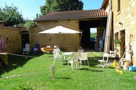 Maison beaujolaise en pierre dorée - Casa