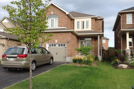 Your Cozy Home away from Home - Barrie - Huvila