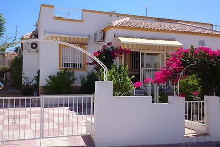 Sonniges schönes Haus mit Garten La Marina am Meer - San Fulgencio
