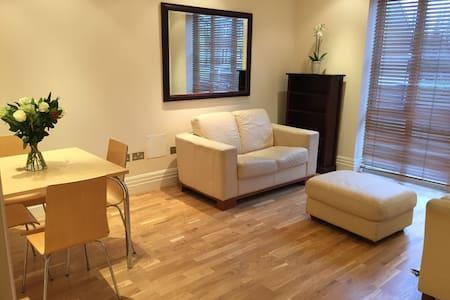 Stunning apartment in Kew Riverside - Apartment