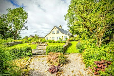 RUSTIC RURAL FARMHOUSE RETREAT - Lower Machen