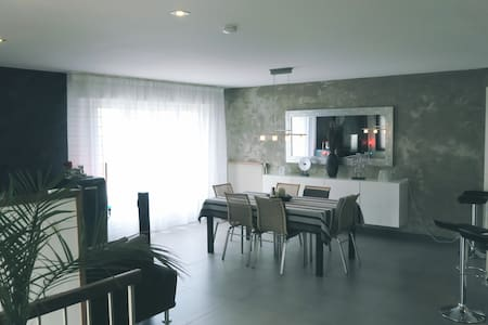 Charmante chambre en maison au design très soigné - Ev
