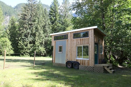 The top 20 whistler vacation cabin rentals airbnb for Cabine in whistler