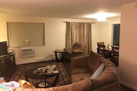 Totally private 2br/2.5bath duplex apartment. - White Plains - Διαμέρισμα