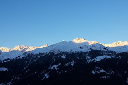 stunning sunset view at the foot of the ski slopes - Wohnung