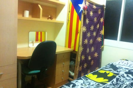 Quiet room near to Camp Nou - Appartement