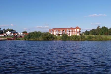 Wohnung mit Seeblick und Garten am Timmeler Meer - Apartment