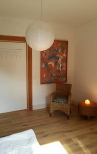 Lovely sunny room in an old villa - Krefeld - House