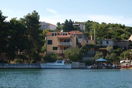 Studio Apartment 2 Buki Baćina - Baćina - Apartemen