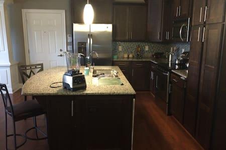 Modern Style Hotel Condo - Little Rock - Condominium