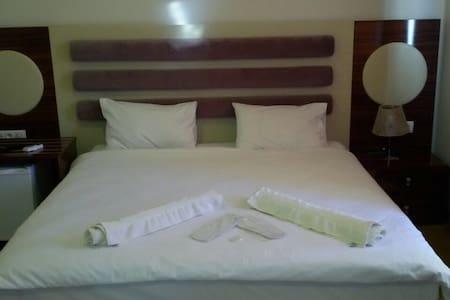 İzmir merkezde ekonomik otel odası - İZMİR