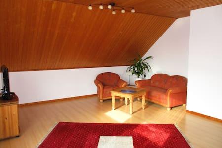 Schöne Wohnung in 2-Familienhaus - Korschenbroich
