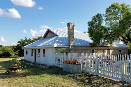 Erbstuck Ranch Guest House - Fredericksburg - Bed & Breakfast