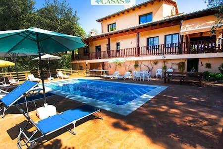 Encantadora villa en el corazón de Costa Brava,a 8 Km  del PGA Golf y 25 Km de la playa. - Costa Brava - Villa