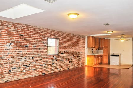 Artist Loft, serene, beautiful ..850sf - Pomona - Loft