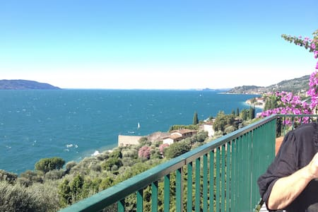 Apartment with great seaview and private beach - Gargnano - Wohnung