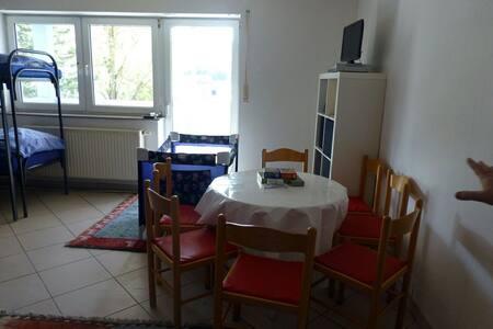 Günstiges 6-Bettzimmer für Gruppen - Münnerstadt - House