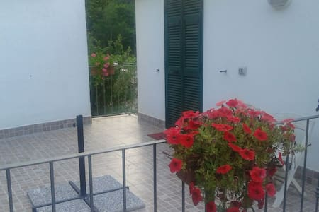 Two-room apartment very close to La Spezia - Hus