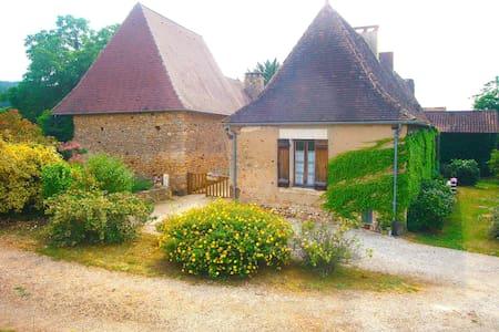 Maison perigourdine du 18è siècle - Siorac-en-Périgord - Hus