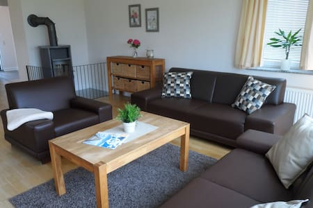 Charmante Wohnung auf 110qm mit Garten - Grömitz - Apartment