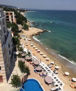 Beachfront 2 bdrm La Mer Residence, Golden Sands - Varna - Byt