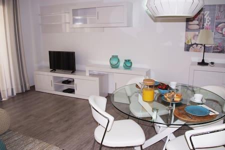Renovado Apartamento a 1 minuto de la playa - S'Illot - Appartamento