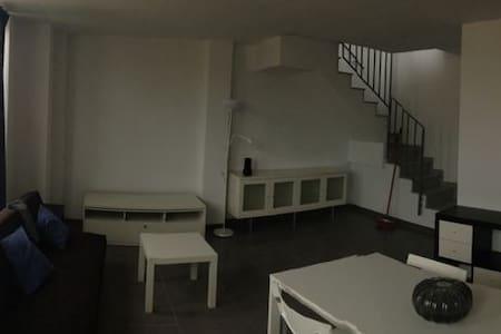 Apartamento duplex junto a la playa - Apartamento