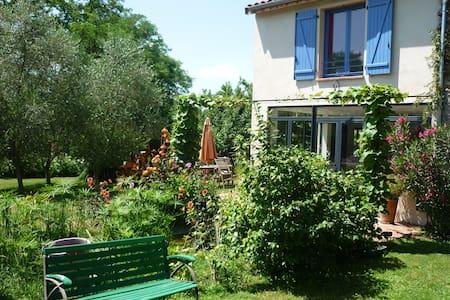 Maison sur jardin arboré avec piscine à Pamiers - Casa