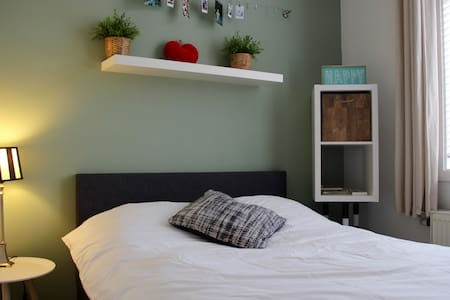 Trendy room in charming house - Haarlem - Casa a schiera