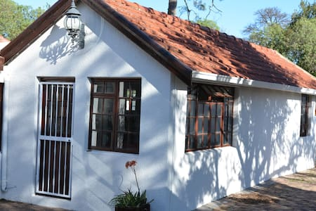 Lourensford House - Self catering cottage - Rumah