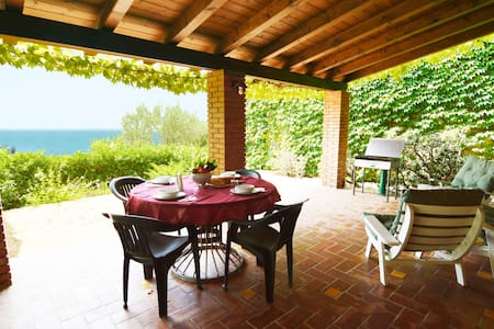 OLIVE TREE HOUSE: veranda, sea view - Rocca di Capri Leone - House