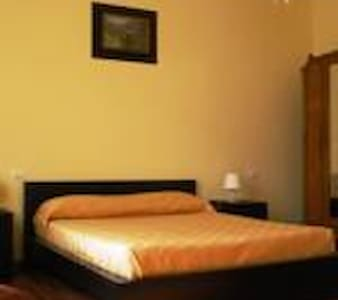 camera per 3 persone in Bed and Breakfast - Como - Bed & Breakfast