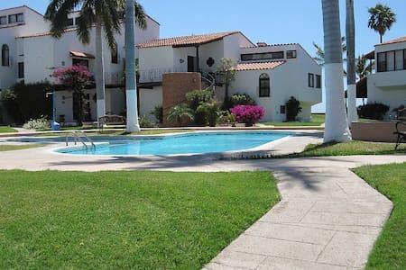2 bed/2 bath Beach condo with gorgeous ocean views - San Carlos