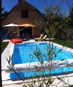 Maison moderne, calme avec piscine - Rumah
