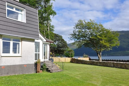 Ardrhu Cottage on the banks of the loch. - Fort William