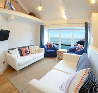 1 Bedroom Stylish Apartment Right on Sea Front. - New Quay - Apartamento