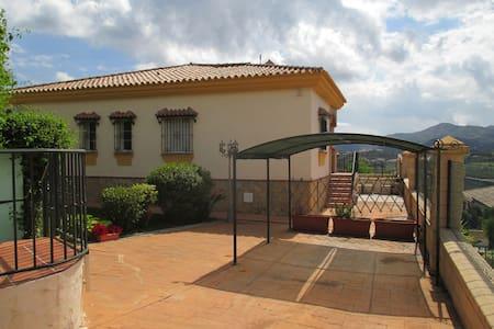 Vakantie in de bergen van de Costa del Sol - Periana - Villa