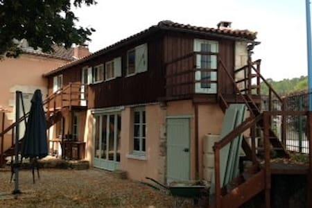 Appartment opposite 12th century church - Agonac - Apartment