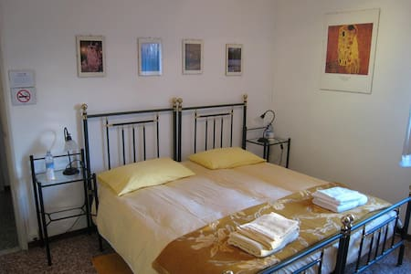 B&B IL GHIRONE - Stanza del Sole - Bed & Breakfast