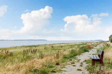 Hyggeligt sommerhus med udsigt til avnø fjord - Sommerhus/hytte