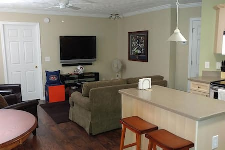 Auburn Univ On-Campus Game Day or Visitation Condo - Auburn - Huoneisto