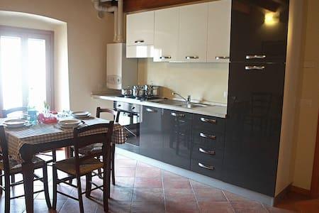 Appartamento Castellaro 4: Trilocale 6 posti letto - Huoneisto