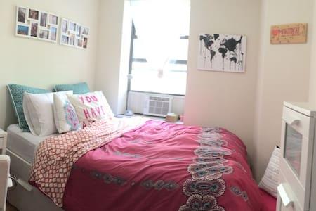 Cozy room in charming Chelsea Apt