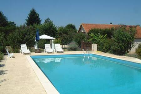 Villa 8 à 10 p. au calme près des beaux villages. - House