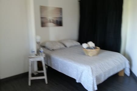 Rooms 1 and home cooking - Flassans-sur-Issole - Huis