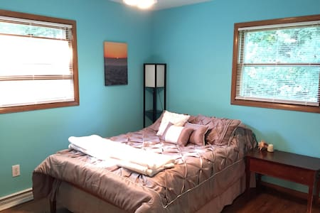 Private Room in Historic Cedarburg - House