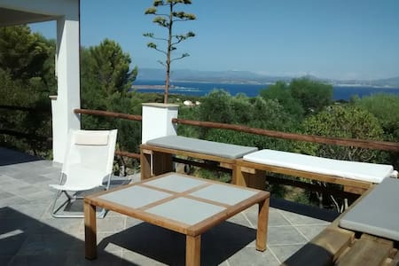 villa vista mare terrazzi/giardino - Carloforte - Huvila