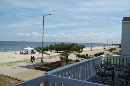 Bayside Retreat - Beachfront Home in Hampton, VA - Hampton - House
