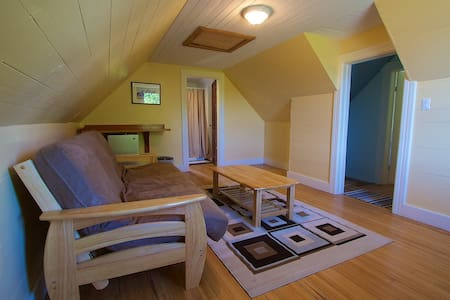 Charming, private B&B suite above a cafe - Sointula - Bed & Breakfast