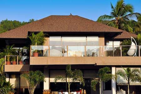 Magnificent modern villa with stunning field views - Villa